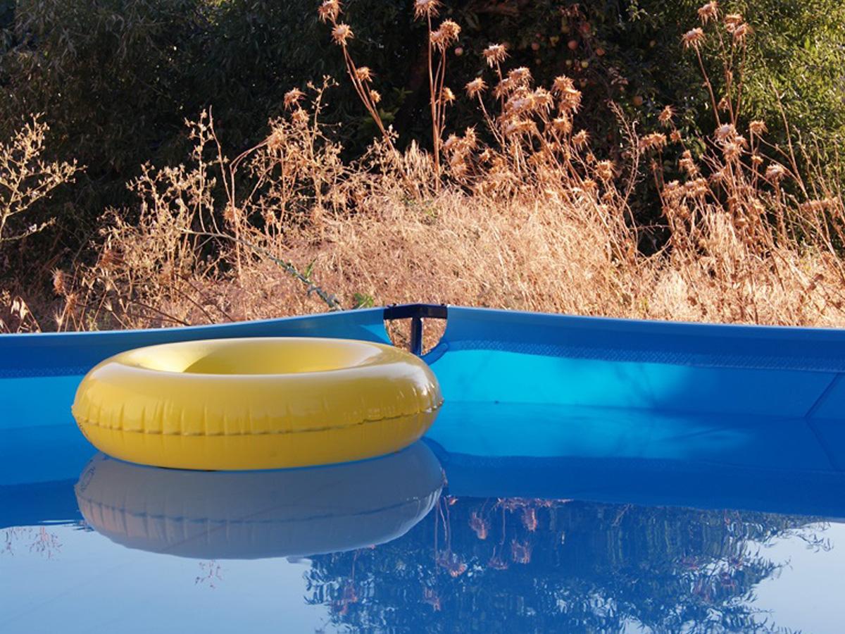 C mo limpiar una piscina de pl stico ambisist - Salfuman para limpiar piscinas ...