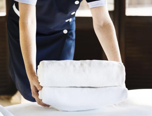Netejar correctament una habitació d'hotel